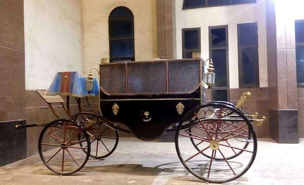 عربة ملكية