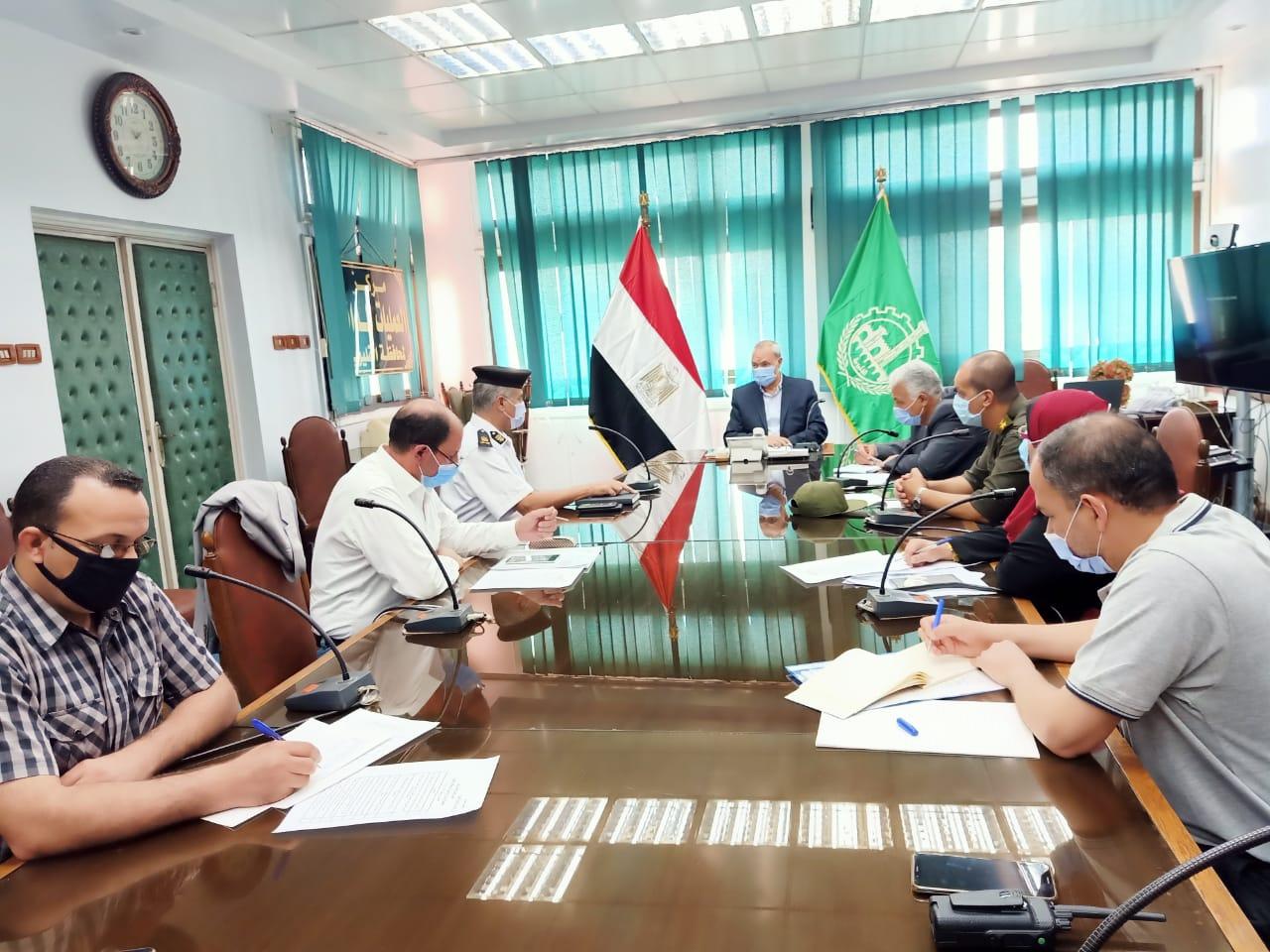 محافظ القليوبية خلال الاجتماع