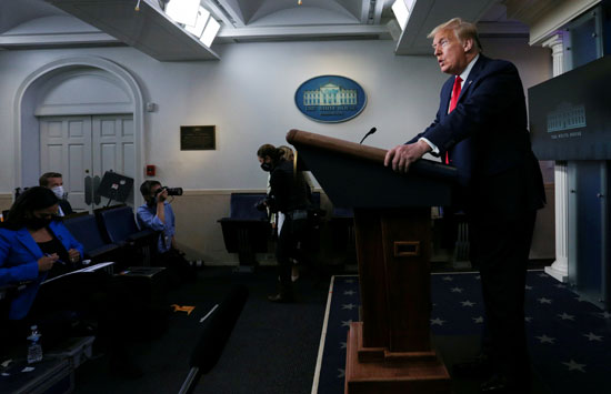 ترامب يعلن إعادة فتح دور العبادة فى مؤتمر بالبيت الأبيض