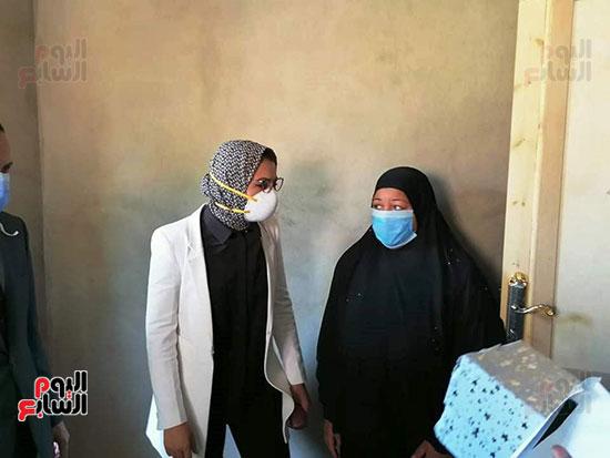 38636-أسرة-محمد-رفاعى-عبد-الكريم-عامل-بمستشفى-الداخلة--(7)