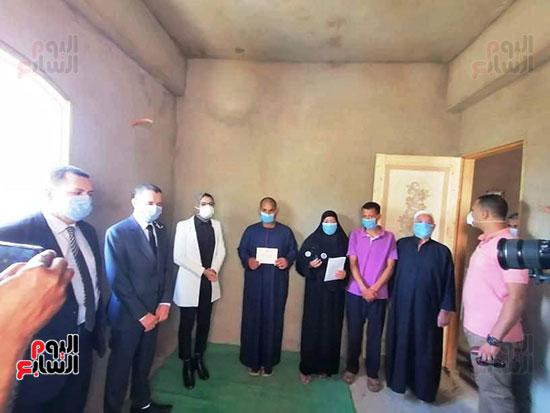 43919-أسرة-محمد-رفاعى-عبد-الكريم-عامل-بمستشفى-الداخلة--(5)