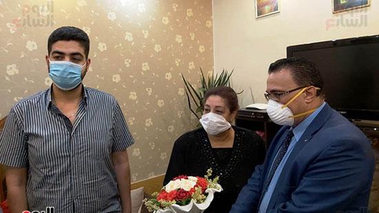 أسرة الدكتور أشرف عدلى بقنا شهيد فيروس كورونا (8)