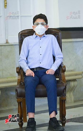 رئيس جامعة القاهرة يكرم أسرة شهيد الجيش الأبيض بقصر العينى (10)