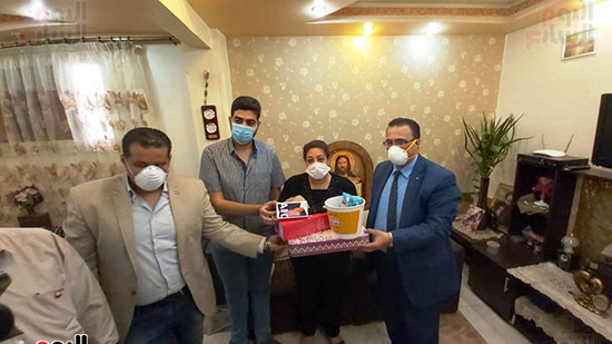 أسرة الدكتور أشرف عدلى بقنا شهيد فيروس كورونا (3)