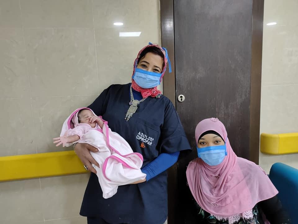 1 إحتفالية مميزة بمستفى إسنا للحجر الصحى بخروج وشفاء والدة أول مولودة