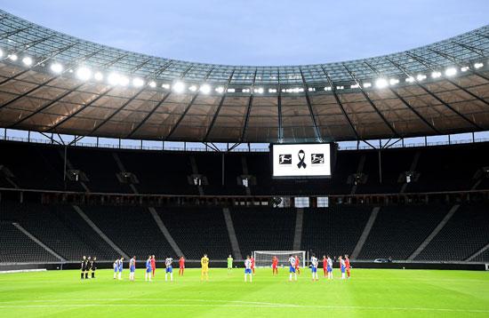 صورة لملعب المباراة أثناء البداية