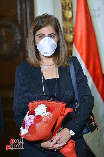 52511--رئيس-جامعة-القاهرة-يكرم-أسرة-شهيد-الجيش-الأبيض-بقصر-العينى-(12) - Copy