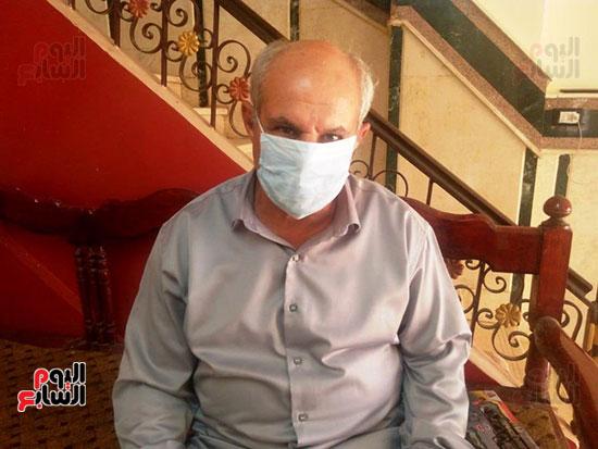 55593--أسرة-الدكتور-أحمد-دارز-بالشرقية-تتسلم-هدية-الرئيس-(4)