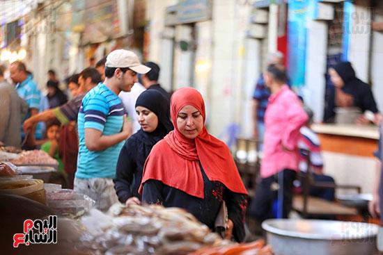 أقبال على سوق السمك (3)