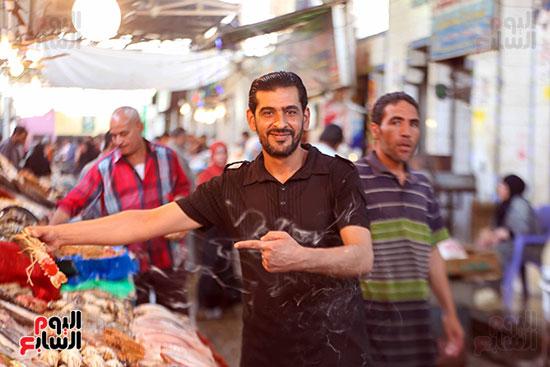 الاقبال على سوق السمك قبل العيد (3)