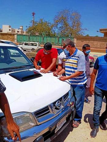 غرامة مالية وسحب رخصة لـ101 سيارة بالشرقية لعدم الالترام بالكمامة (2)