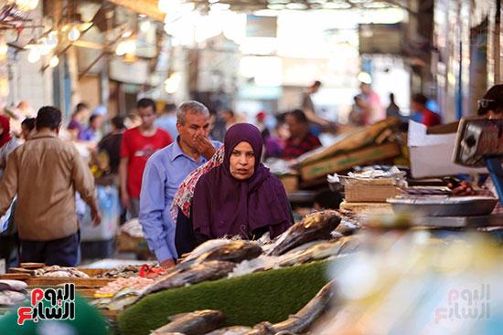 أقبال على سوق السمك (4)