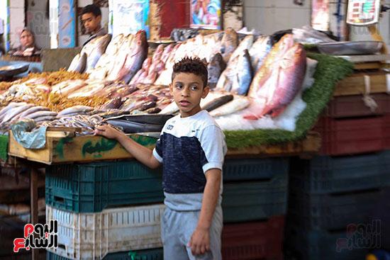 الاقبال على سوق السمك قبل العيد (2)