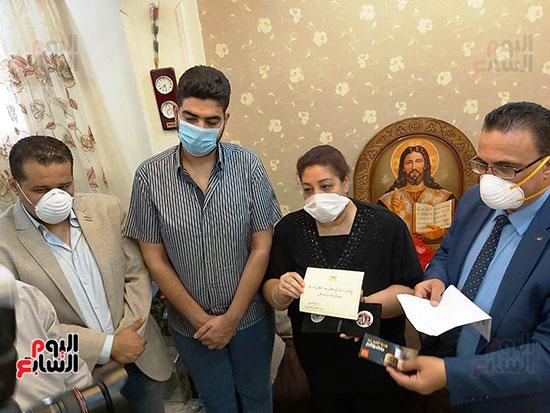 أسرة الدكتور أشرف عدلى بقنا شهيد فيروس كورونا (1)