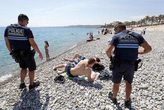 الشرطة تتابع تنفيذ الإجراءات الاحترازية
