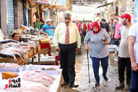 الاقبال على سوق السمك قبل العيد (1)