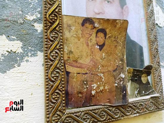 79677-أسرة-الممرضة-صفاء-محمد-بالإسكندرية-تتسلم-هدية-الرئيس-(6)