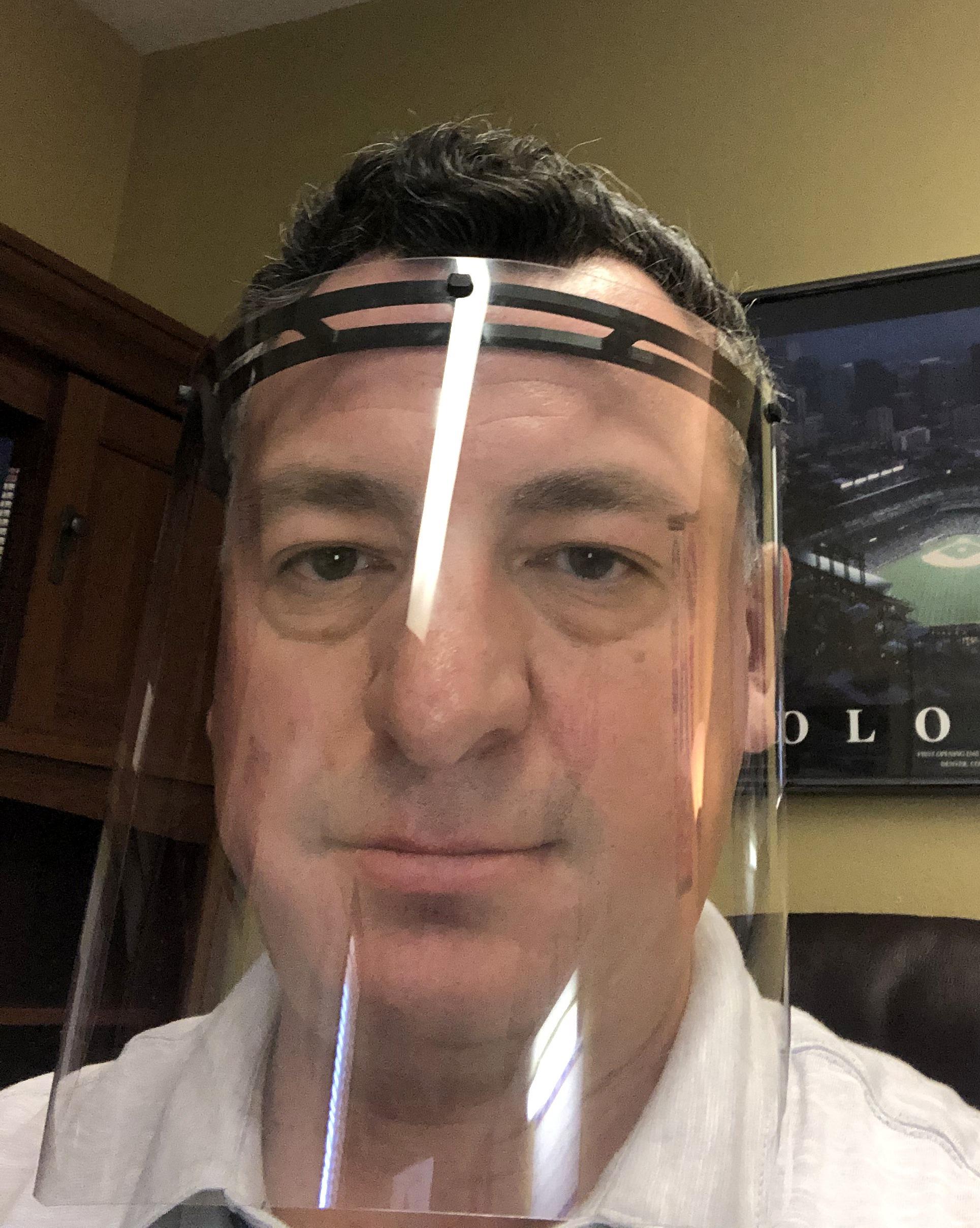 قناع الوجه البلاستيكى
