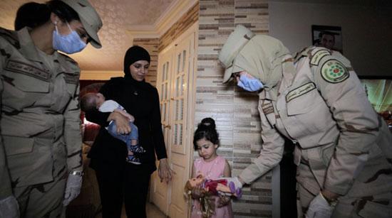 السيسى يقدم هدايا عينية ومادية لأبناء وأسر الشهداء والمصابين (2)