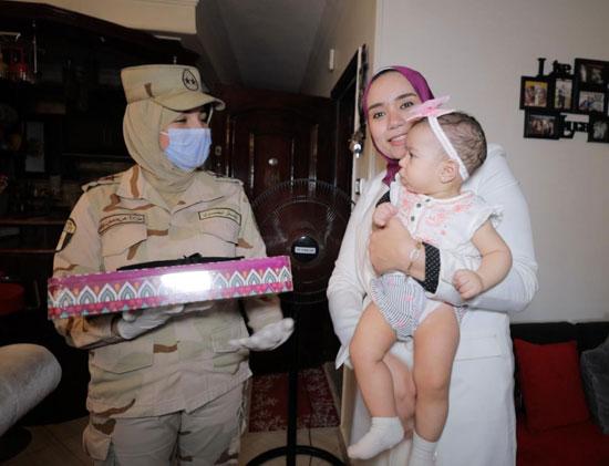 السيسى يقدم هدايا عينية ومادية لأبناء وأسر الشهداء والمصابين (6)