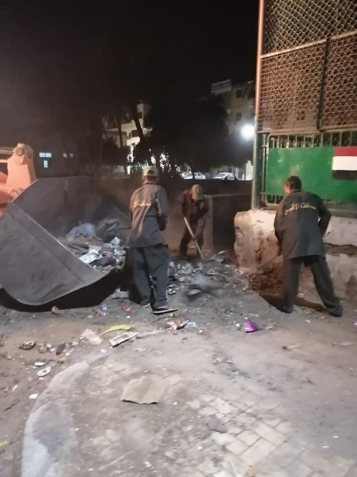 جانب من رفع المخلفات بشوارع مدينة الأقصر ليلة العيد