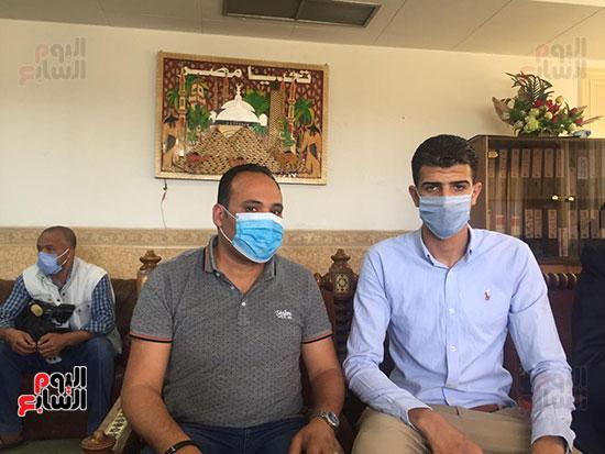 محافظ الإسماعيلية يكرم البطل إبراهيم عميرة (7)