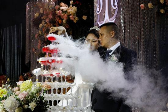 العروسين أثناء حفل الزفاف
