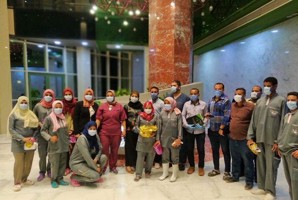إحتفالية لدعم رجال النظافة وأفراد الأمن بمستشفى إسنا للحجر الصحى