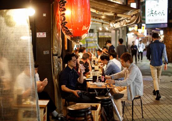 إقبال اليابانيين على المقاهى