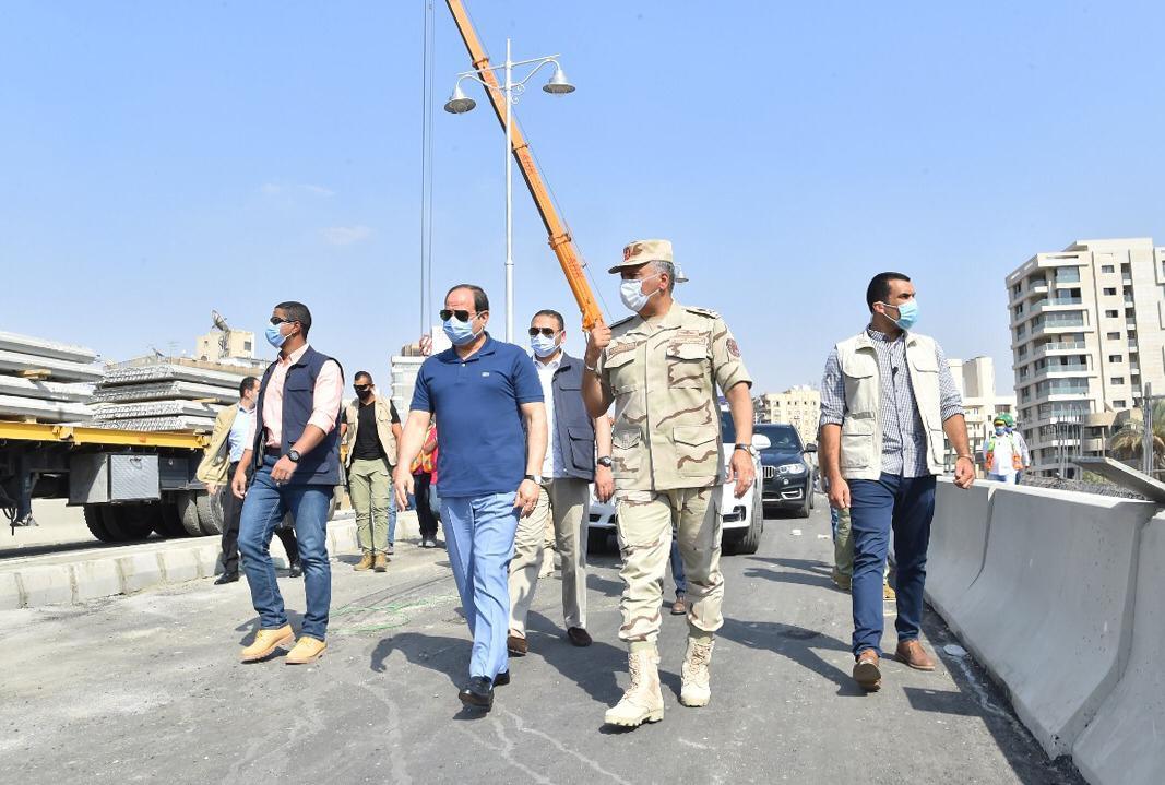 السيسى يتفقد الأعمال الإنشائية لتطوير الطرق والمحاور والكباري بشرق القاهرة (7)