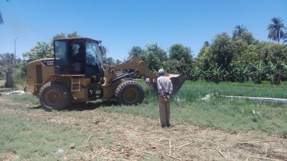 جانب من إزالة 113 حالة تعدى بأملاك الدولة والأراضي الزراعية