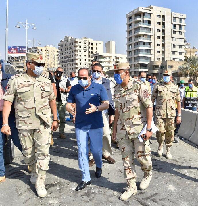 السيسى يتفقد الأعمال الإنشائية لتطوير الطرق والمحاور والكباري بشرق القاهرة (6)