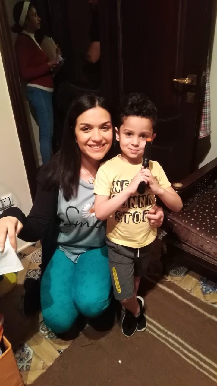 الطفل إياد مع النجم أمير كراره (7)