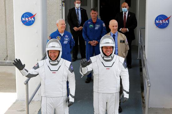 دوج هيرلى وبوب بهنكن رائدا الفضاء