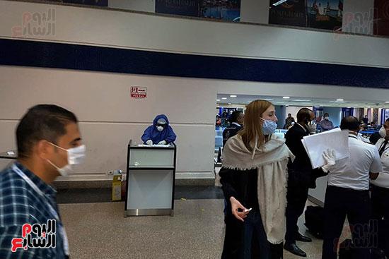 العائدين من الخارج بمطار مرسي علم (12)