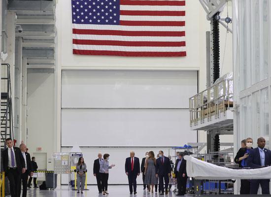 جانب من جولة ترامب فى محطة الفضاء الدولية