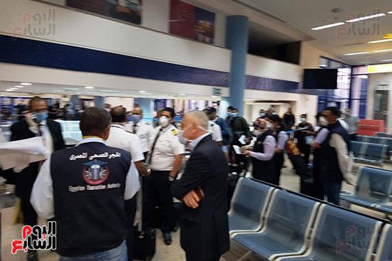 العائدين من الخارج بمطار مرسي علم (7)