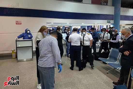 العائدين من الخارج بمطار مرسي علم (1)