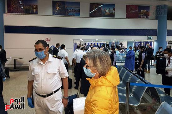العائدين من الخارج بمطار مرسي علم (11)