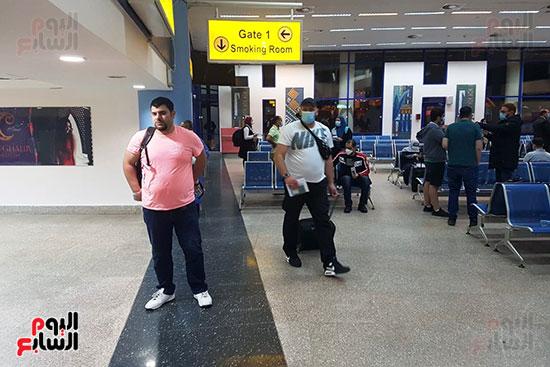 العائدين من الخارج بمطار مرسي علم (9)
