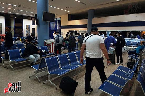 العائدين من الخارج بمطار مرسي علم (10)