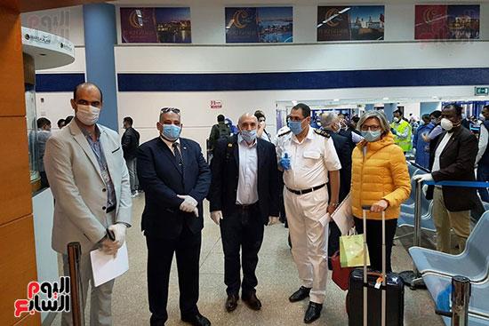 العائدين من الخارج بمطار مرسي علم (4)