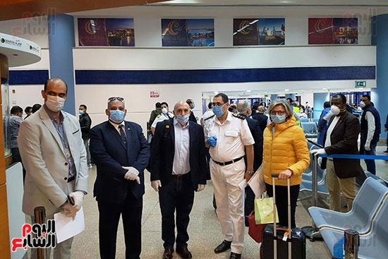 العائدين من الخارج بمطار مرسي علم (6)