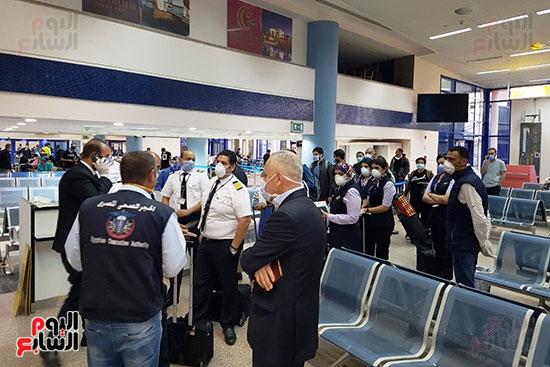 العائدين من الخارج بمطار مرسي علم (5)