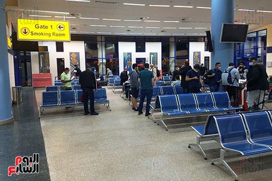 العائدين من الخارج بمطار مرسي علم (2)
