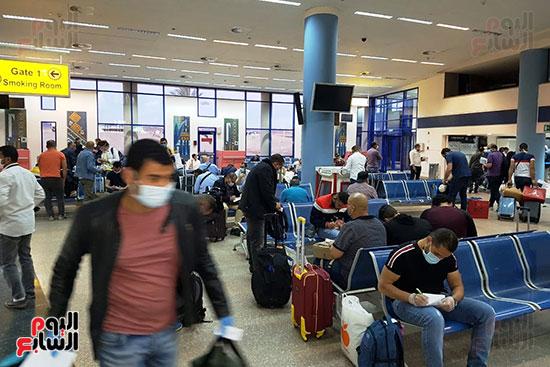 العائدين من الخارج بمطار مرسي علم (8)