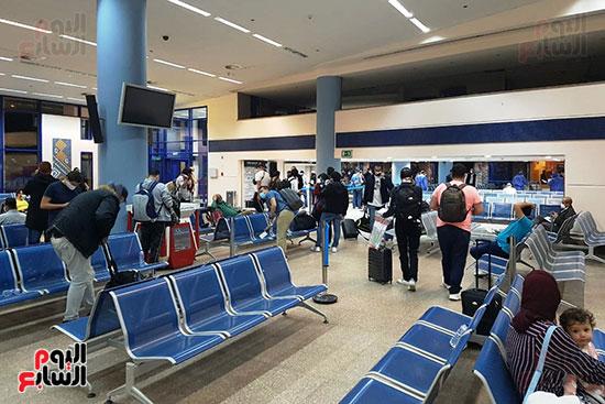 العائدين من الخارج بمطار مرسي علم (3)