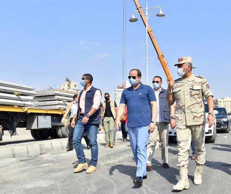 السيسى يتفقد الأعمال الإنشائية لتطوير الطرق والمحاور والكباري بشرق القاهرة (1)