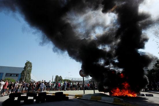 احتجاجات ضد غلق نيسان فى برشلونة