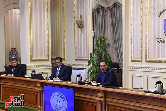 اجتماع رئيس الوزراء مع المجموعه الطبيه المعنيه لبمجابهة فيروس كورونا (6)